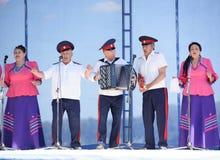 唱歌在三位一体的小组年长哥萨克人 免版税库存照片