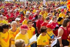 唱歌在卡塔龙尼亚的集会过分要求的独立的人们 免版税库存照片