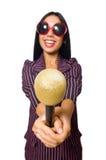 唱歌在卡拉OK演唱俱乐部的妇女隔绝在whie 图库摄影