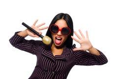 唱歌在卡拉OK演唱俱乐部的妇女隔绝在whie 免版税图库摄影
