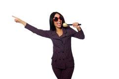 唱歌在卡拉OK演唱俱乐部的妇女隔绝在whie 库存图片