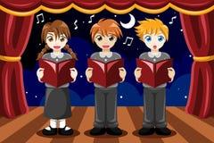 唱歌在唱诗班的孩子 免版税库存照片