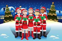 唱歌在圣诞节唱诗班的孩子 免版税库存图片
