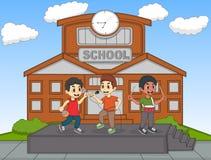 唱歌在他们的学校动画片传染媒介例证前面的孩子 免版税图库摄影