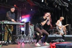 唱歌在Leefest的MØ 库存图片