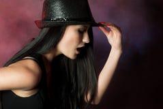 唱歌妇女年轻人 免版税库存图片