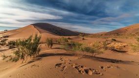 唱歌沙丘在沙漠国家公园Altyn-Emel,哈萨克斯坦 4K TimeLapse - 2016年9月,阿尔玛蒂和阿斯塔纳 股票录像