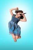 唱歌的孩子跳和 免版税库存照片