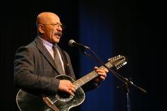 唱歌的执行者作者、诗人、歌手、音乐家、演员、吉他弹奏者和作曲家亚历山大Rosenbaum 库存图片