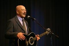 唱歌的执行者作者、诗人、歌手、音乐家、演员、吉他弹奏者和作曲家亚历山大Rosenbaum 免版税库存照片