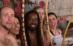 唱歌的Capoeira执行者 库存图片