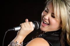唱歌青少年 免版税库存照片