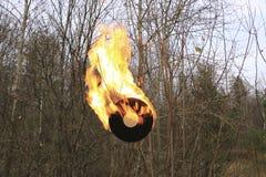 唱片烧在沥青的明亮的橙色火焰 库存图片