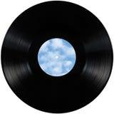 黑唱片lp册页圆盘,与空白的被隔绝的慢转盘倒空标签在天空bule,云彩,夏天cloudscape的拷贝空间 库存照片