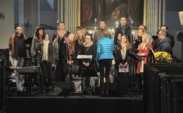唱诗班在教会里 免版税库存照片