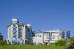 商业中心Awan广场和税服务的大厦在市切博克萨雷,楚瓦什人共和国,俄罗斯 库存照片
