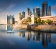 商业区和小游艇船坞海湾在新加坡 图库摄影