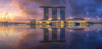 商业区和小游艇船坞海湾在新加坡 库存照片
