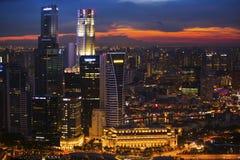 商业区小游艇船坞海湾的顶视图在新加坡在晚上 图库摄影