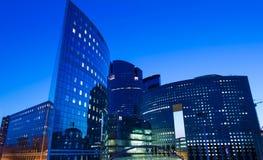 商业区拉德芳斯在晚上,巴黎地区,法国 免版税库存图片