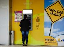 商业区的ATM摊 免版税库存照片