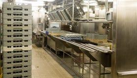 商业厨房洗碗盘行为地区  免版税库存照片