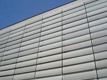商业大厦门面镀与穿孔的金属委员会 免版税库存照片