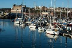 商业小游艇船坞在斯卡巴勒,英国 免版税库存图片
