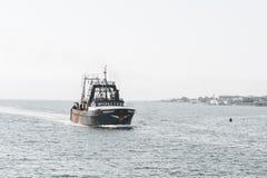 商业性捕鱼船Tremont在新贝德福德外面港口 免版税图库摄影