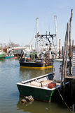 商业捕鱼业小船在Belford,新泽西 免版税库存图片