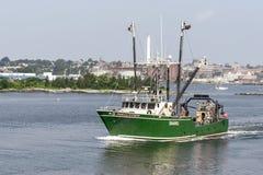 商业捕鱼业小船Perola做留下口岸的Corvo 免版税库存图片
