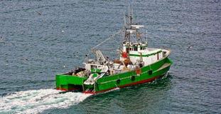 商业捕鱼业拖网渔船小船 免版税库存照片