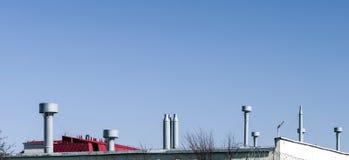 商业空调和通风系统的外面管 图库摄影