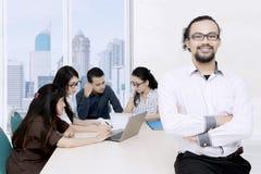 商业领袖被折叠的手在会议 免版税库存照片