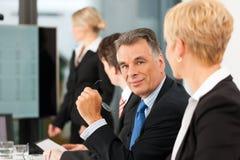 商业-小组在办公室 免版税库存照片