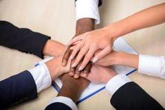 商业主持会议服务台查出在白色 免版税库存图片