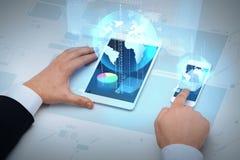 商人与桌个人计算机和智能手机一起使用 免版税库存照片