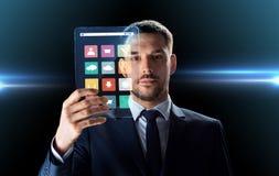 商人与透明片剂个人计算机一起使用 免版税库存照片