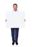 商人举行和展示空白的广告委员会,隔绝在白色 库存照片