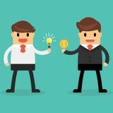 商人交换电灯泡想法和金钱 企业想法co 免版税库存照片