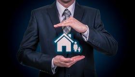 商人保护的家庭保险概念 免版税库存照片