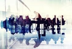 商人剪影的抽象图象在会议 库存照片
