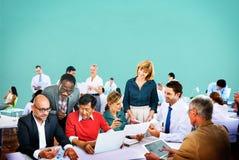 商人办公室运作的讨论队概念 库存图片