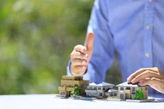 商人和住宅模型 库存照片