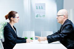 商人和妇女谈论 免版税库存照片