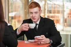 商人饮用的咖啡 库存图片