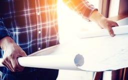 商人图纸建筑师设计想法计划概念 库存照片