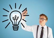 商人图画与火光的电灯泡乱画反对蓝色背景 免版税库存图片