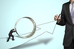 商人图画生长箭头另一个推挤的金钱圈子o 库存照片