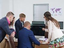 商人在一个新的企业项目群策群力 免版税库存照片